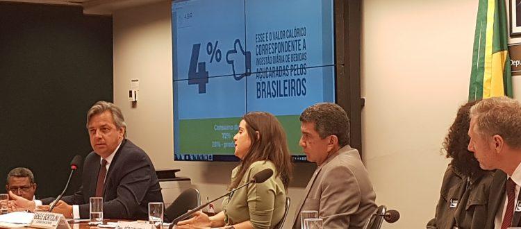 Presidente da ABIR, Alexandre Jobim fala em Audiência Pública na Câmara. Bebidas açucaradas são responsável por apenas 4% das calorias ingeridas diariamente.